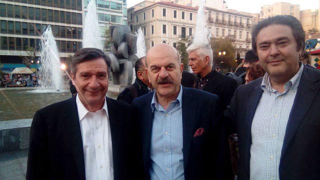 Ο δήμαρχος της Αθήνας Γιώργος Καμίνης με τον Πρόεδρο της FedHATTA Λύσανδρο Τσιλίδη και τον κύριο Παλιούρα μέλος του Δ.Σ.  της Ομοσπονδίας