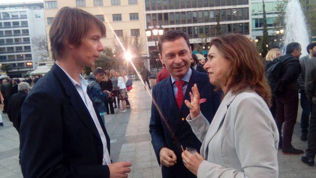 Στιγμιότυπο της εκδήλωσης με τον καλλιτεχνικό διευθυντής της documenta 14 , Άνταμ Σίμτσικ και την  κυρία Μαρία Λογοθέτη, Διευθύντρια Γραφείου Δημάρχου